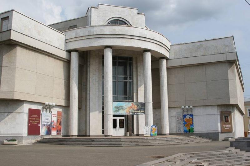 Компания «Фундэкс» продолжает серию осенних выставок экспозицией в Кирове