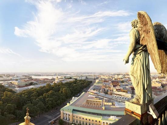 Санкт-Петербург, в котором была основана компания «Фундэкс», отмечает День Города