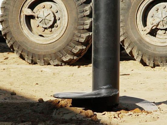 Компания «Фундэкс» устанавливает свайно-винтовой фундамент под консервный завод