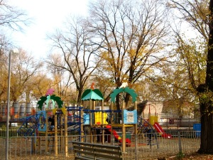 Безопасная детская площадка на винтовых сваях «Фундэкс»