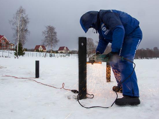 Компания «Фундэкс» устанавливает свайно-винтовые фундаменты в любую погоду