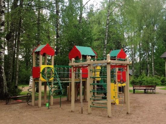 Игровой комплекс на винтовых сваях «Фундэкс» экологичен и безопасен для детей