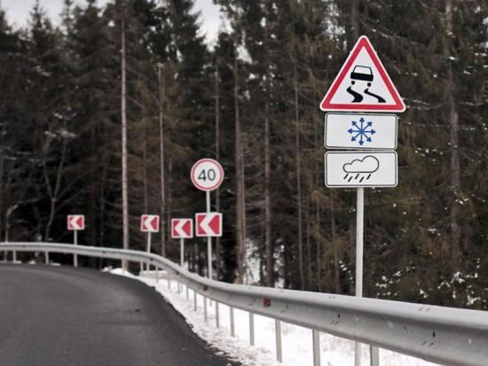 Дорожные знаки на винтовых сваях «Фундэкс»